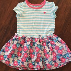 Short sleeve dress.